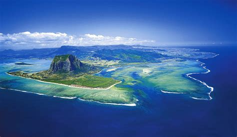 Weekend Diversion: An Underwater Waterfall? - Starts With